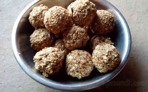 Bithu Gud ke Laddu with Desi Ghee